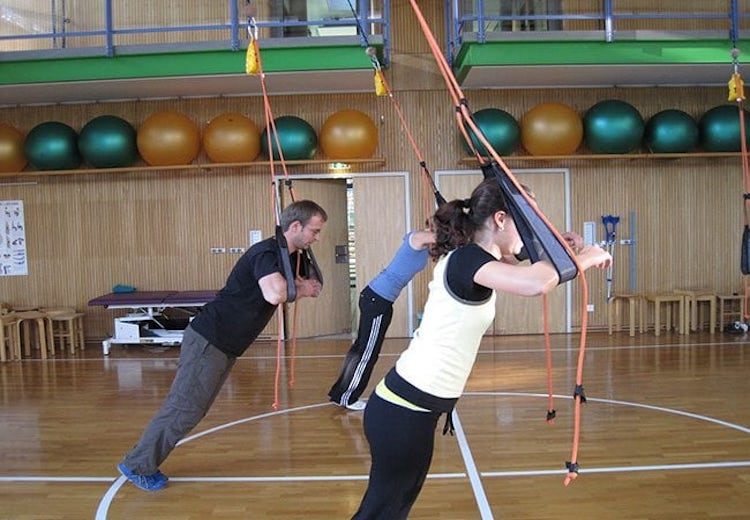 Sling Training in der Halle