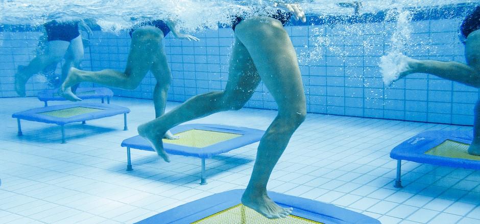 Aquajumping Trampolin unter Wasser
