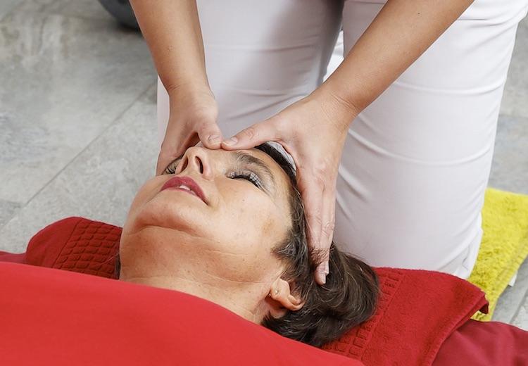 Kopfmassage - unsere Massage- und Wellnessangebote in der Waldsee-Therme