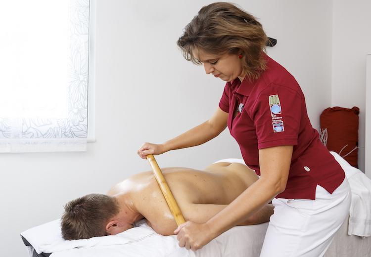 Bambusmassage - unsere Massage- und Wellnessangebote in der Waldsee-Therme