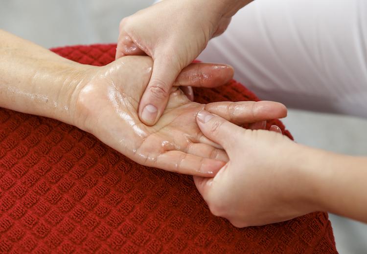 Handmassage - unsere Massage- und Wellnessangebote in der Waldsee-Therme